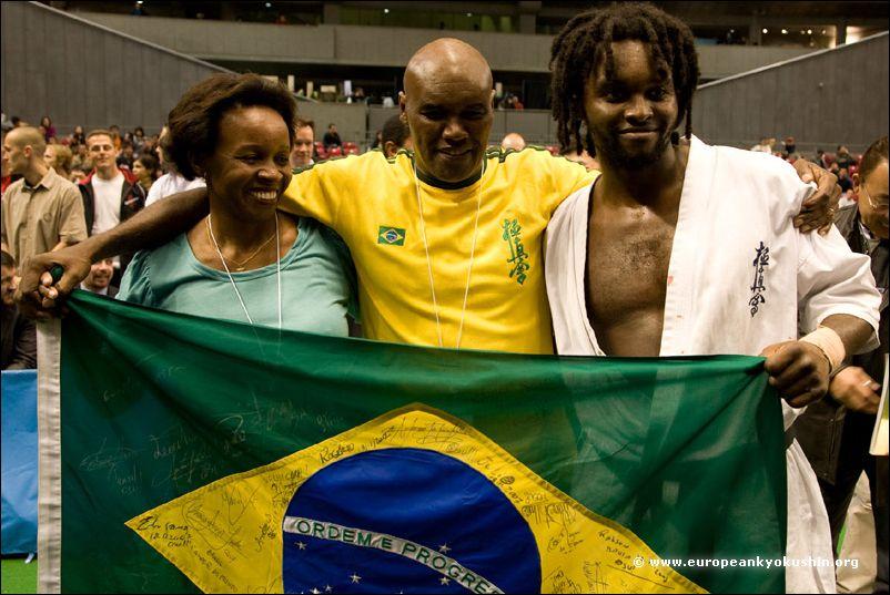 Ewerton Teixeira<br>with his parents