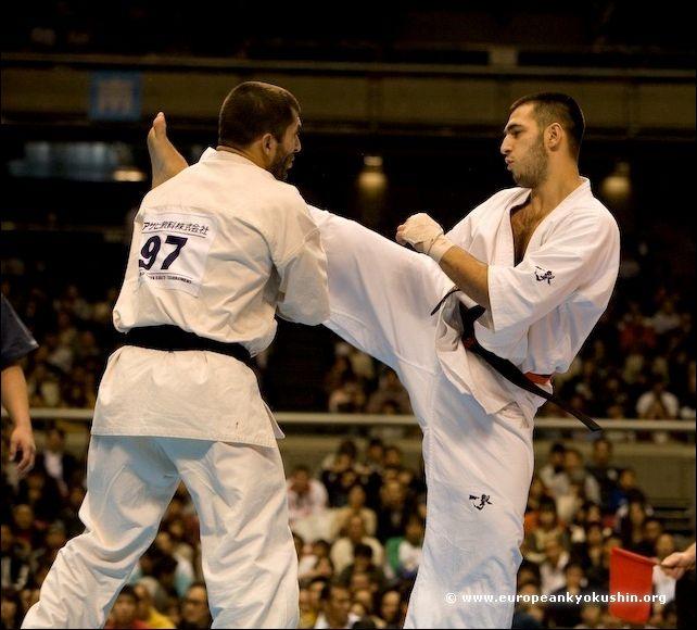 Karpenko vs Kurbanov<br>jodan-mawashi-geri